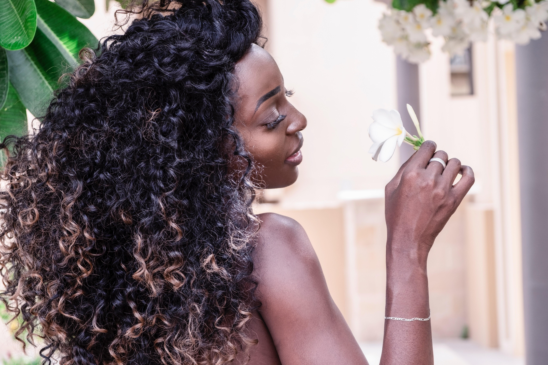 Como cuidar de cabelos cacheados